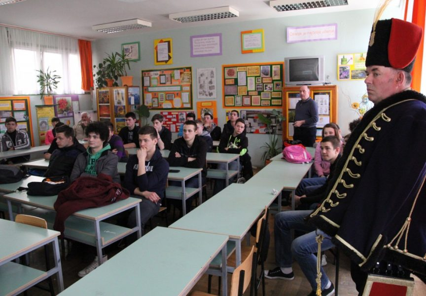 Husari regrutiraju u Obrtničkoj školi