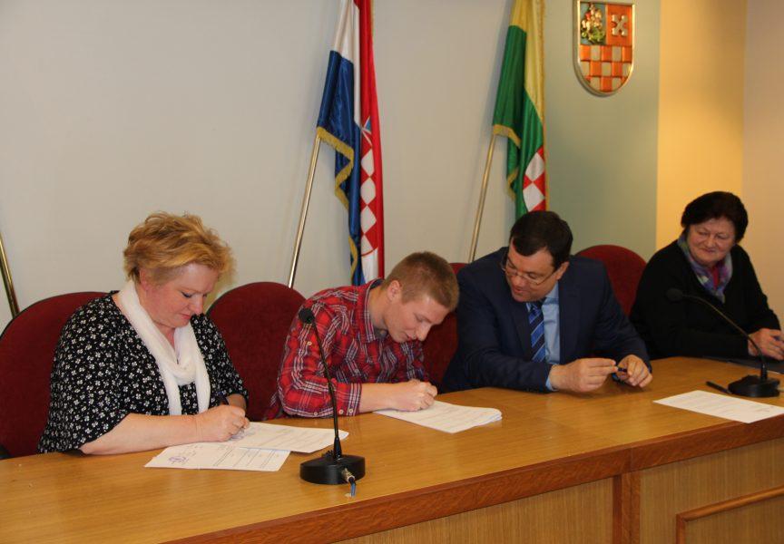 Ugovore potpisalo 20 novih županijskih stipendista