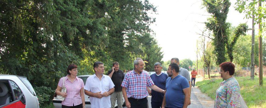 Asfaltirana cesta u Gornjim Plavnicama