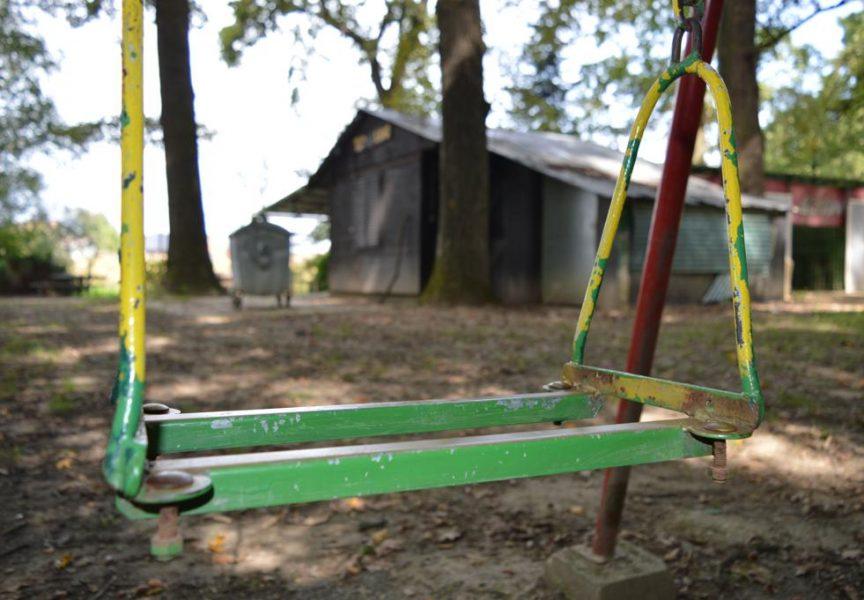 SRAMOTA Vandali demolirali ljuljačke