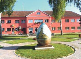 U Lasovac Brdu više stupova javne rasvjete nego kuća