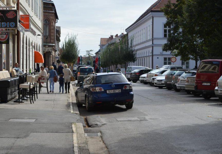 Dolaskom jeseni vlasnici kafića povlače terase sa gradskih ulica