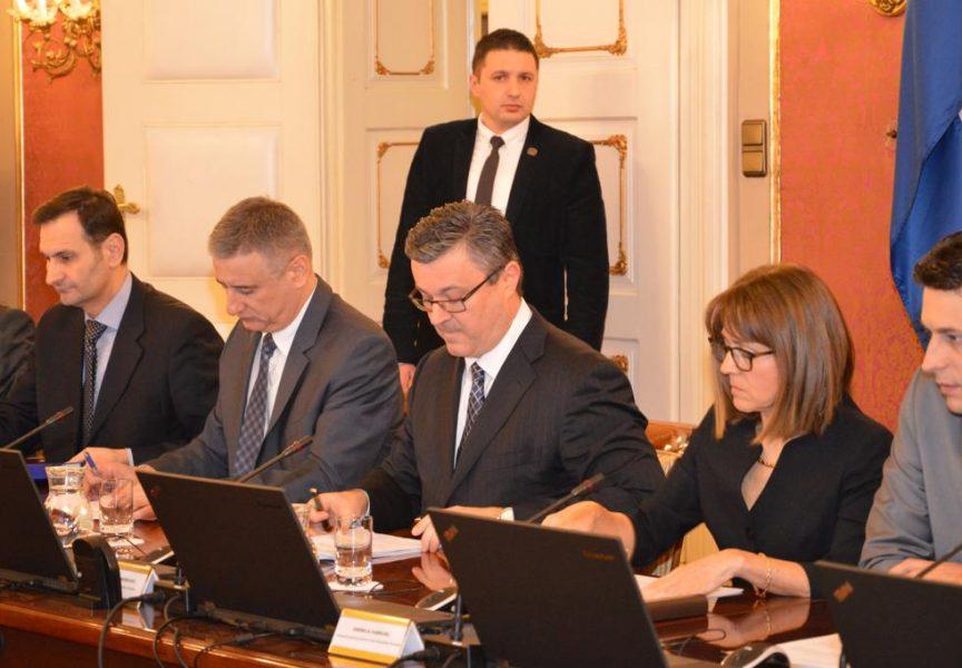VLADA RH Imenovana većina pomoćnika i tajnika