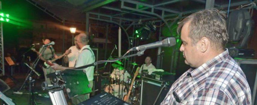 Šefovi političkih stranaka kruh zarađivali sviranjem