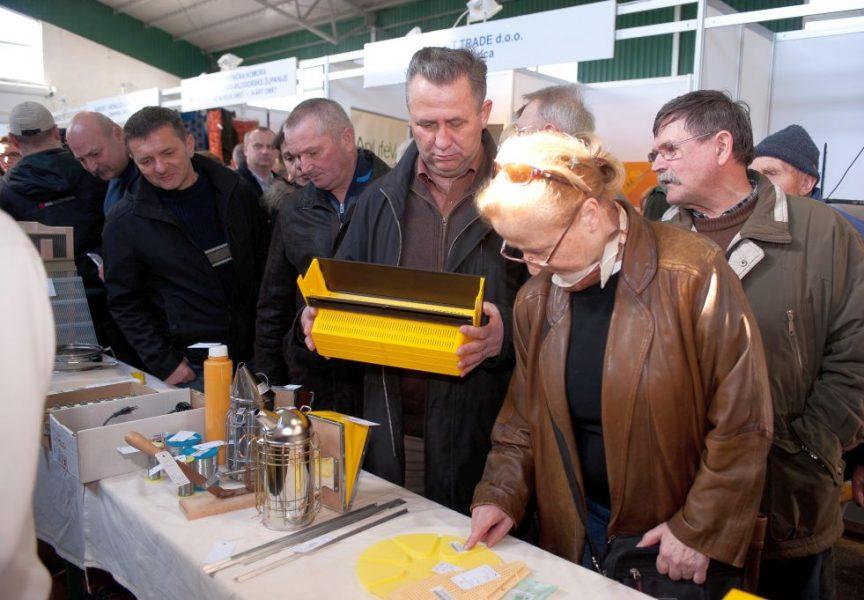 USUSRET PČELARSKOM SAJMU Tradicionalna edukacija izazvala velik interes pčelara