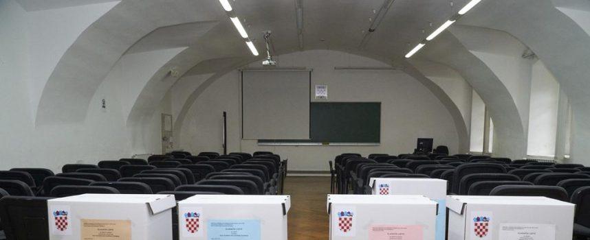 IZBORI 2017 Hrebak, Posavac i Topalović obavili građansku dužnost