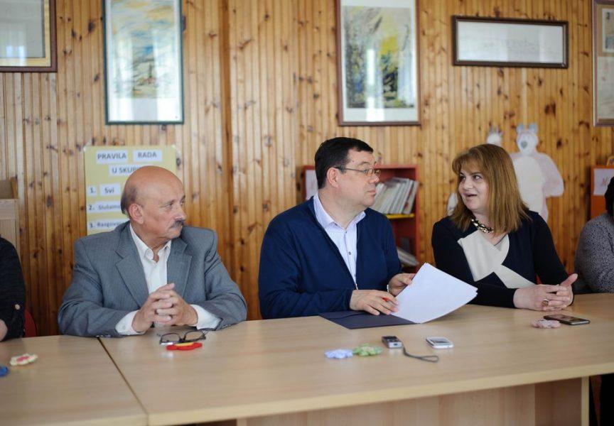 ŽUPANIJSKI KUTAK U OŠ Veliko Trojstvo zahvalni Županiji zbog dogradnje škole