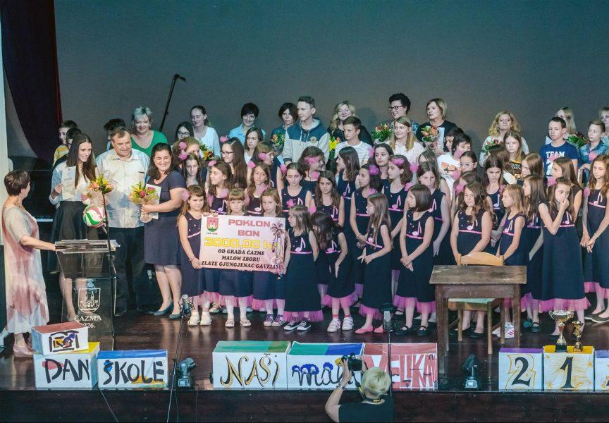 DAN OSNOVNE ŠKOLE ČAZMA Učenici oduševili nastupima, mali zbor dobio poklon – bon Grada Čazme