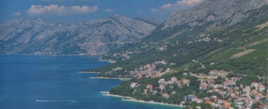 BAŠKA VODA Ugodan godišnji s okusom mora i okusom planine