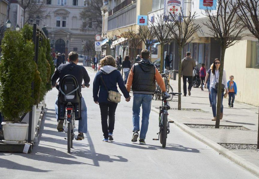 OTKRIVAMO Studija otkrila kako pomiriti pješake i bicikliste na korzu