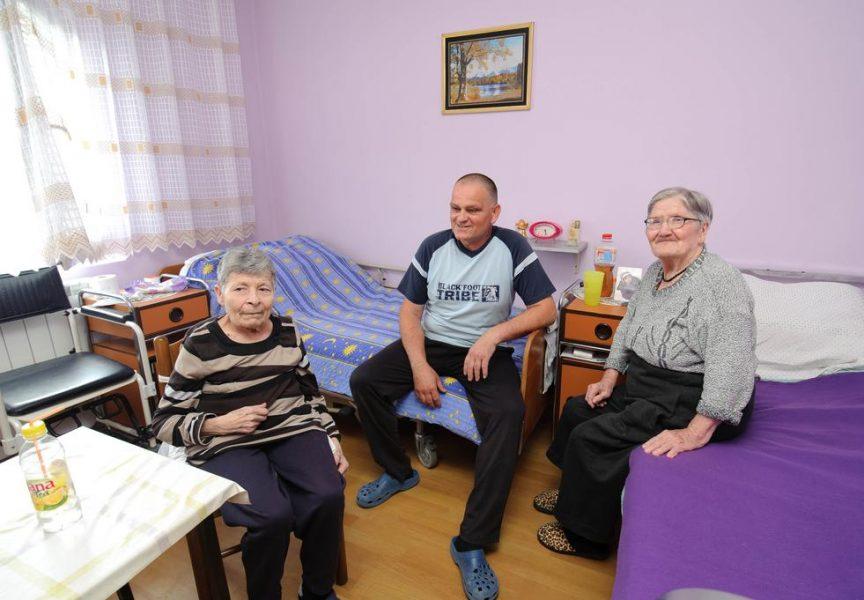BREME STAROSTI Supružnici Romek već osam godina brižno skrbe o starijim osobama