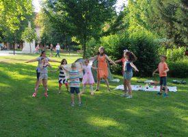 PLESNA PREDSTAVA PIKNIKNIK Najmlađi održali predstavu u središnjem parku