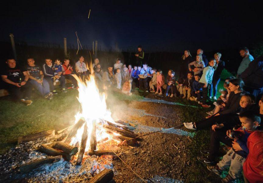 DAN OBITELJI Kampirali i pričali priče uz veliku logorsku vatru