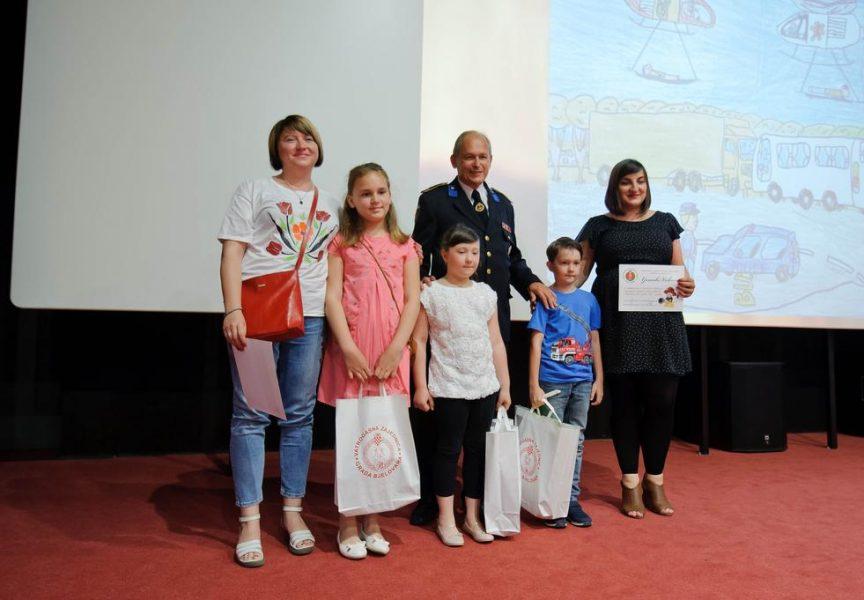 VATROGASNA ZAJEDNICA Nagradili djecu za najbolje likovne i literarne radove o vatrogascima