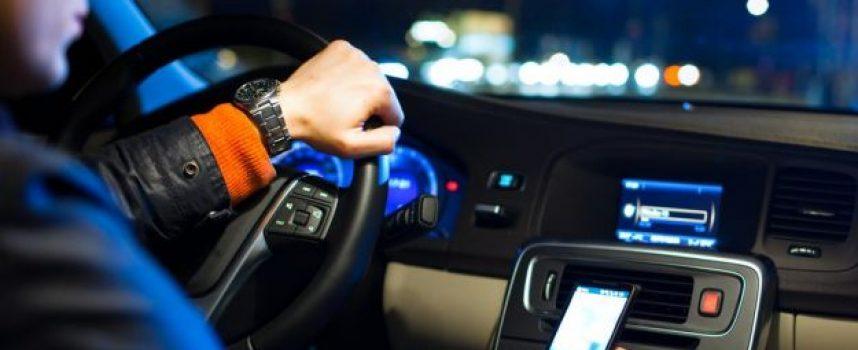 OPREZ Sve je više vozača s mobitelom u ruci