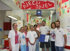 NAVIJAČI VELIKOG SRCA Članovi Društva prijatelja Hajduka prikupili vrijednu donaciju