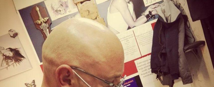 TATTOO MAJSTOR I danas pamti višesatno tetoviranje muške stražnjice