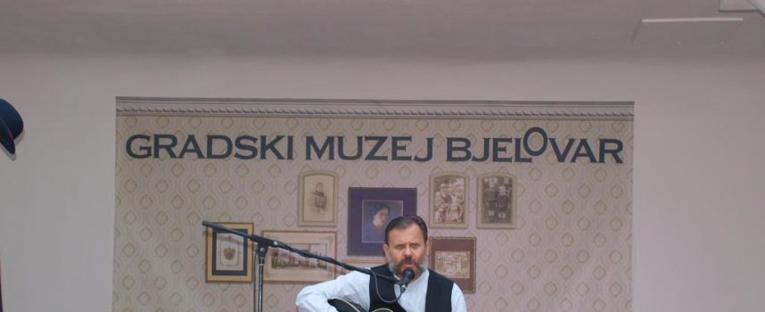 KONCERT U GRADSKOM MUZEJU Mladek Medak Gaga više od sat vremena zabavljao Bjelovarčane