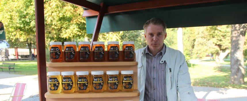 DANI MEDA Korzo preplavljen raznim vrstama meda i ostalih domaćih proizvoda