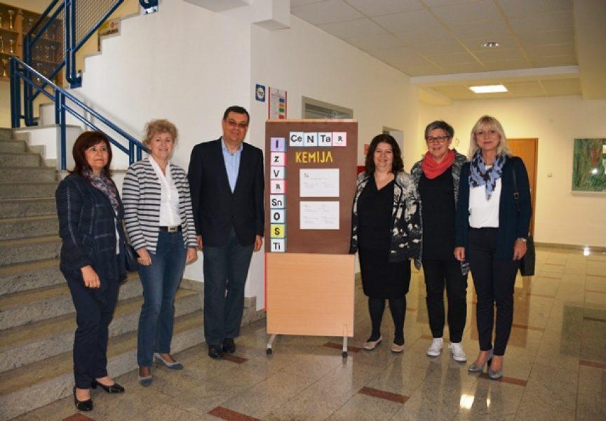 CENTAR IZVRSNOSTI Župan Bajs obišao mentore i učenike