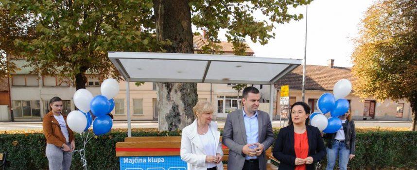 MAJČINA KLUPA Bjelovar dobio prvu klupu za dojenje i prematanje