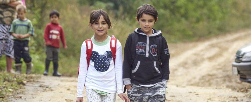 SRAMOTA ZA SUSTAV Brat i sestra svakoga dana pješače skoro deset kilometara do škole i nazad