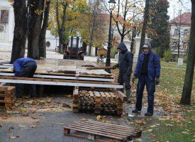 BJELOVARSKO KLIZALIŠTE Radnici marljivo rade i po kiši, do sada potrošeno 400 paleta