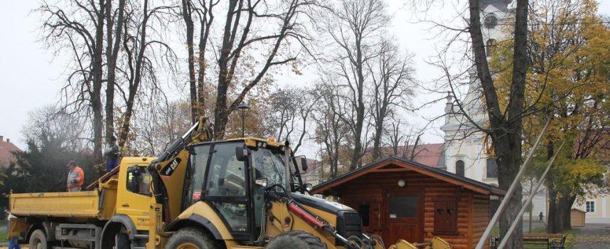 PRIPREME ZA ADVENT U BJELOVARU  U središnjem parku počeli radovi