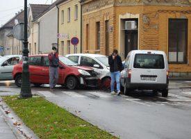 PROMETNA U CENTRU GRADA Sudar tri automobila