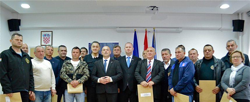 HRVATSKI BRANITELJI Ministar branitelja Tomo Medved uručio 17 stambenih rješenja