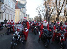 ODUŠEVLJENJE NA GRADSKOM KORZU Stotine djece i Moto Mrazovi ukrašavali božićno drvce