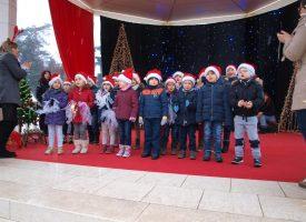 DJEČJI VRTIĆ CICIBAN NA PAVILJONU Mališani iz vrtića održali svoj božićni program