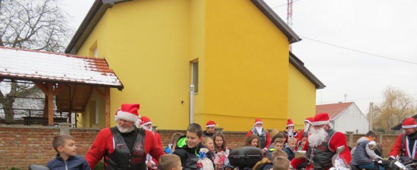 NAJBOLJI DAN U ŠKOLI Izjavili su učenici iz Dežanovca kad su ih posjetili Moto Mrazovi iz Daruvara