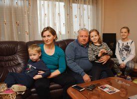 VELIKA SRETNA OBITELJ Odgojiti sedmero djece izazov je kojemu su samo rijetki dorasli