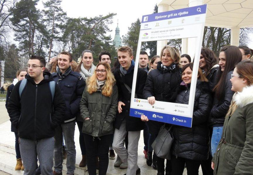"OBILJEŽEN DAN RIJETKIH BOLESTI Bjelovarčani podržali kampanju ""Zagrli za rijetke"""