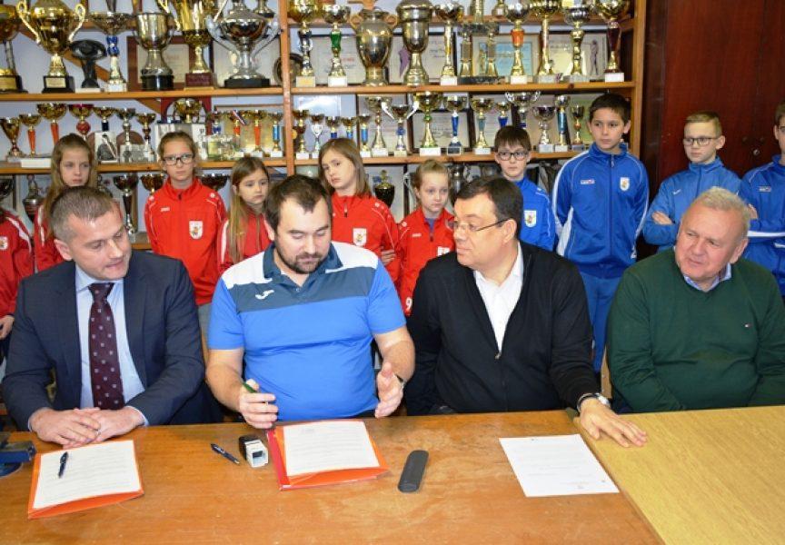 ŽUPANIJSKI KUTAK Čazmanski rukometaši dobili donaciju od 10 tisuća kuna
