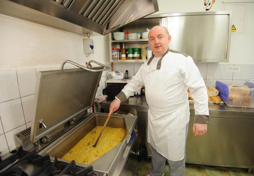 TOPLI OBROK U HLADNIM DANIMA U Pučku kuhinju svaki dan dolazi veliki broj građana