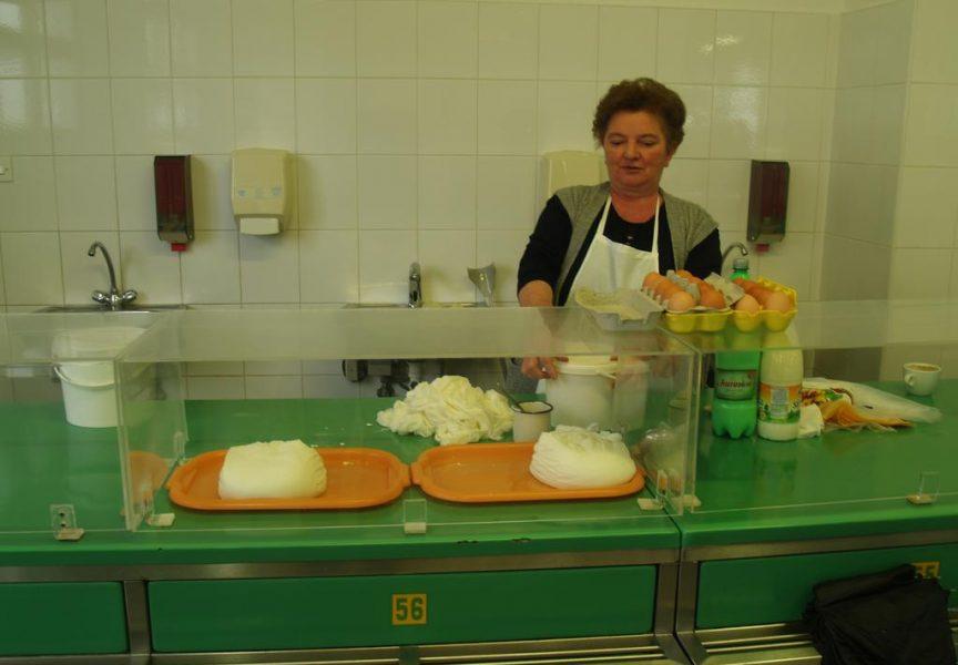 DOMAĆA POSLASTICA Na bjelovarskom placu sir i vrhnje i dalje najtraženije tradicionalno jelo