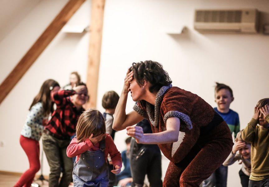 MALI BOK IDE DALJE U Gradskom muzeju plesno – kazališna predstava Astronauti. U nedjelju premijera 'Priča o Srećku i Grizeldi'