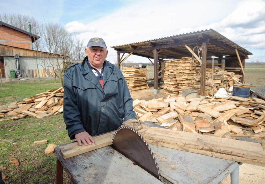 MANJAK OGRJEVNOG DRVETA Iako je došlo proljeće još će se neko vrijeme morati grijati, a drva je sve manje