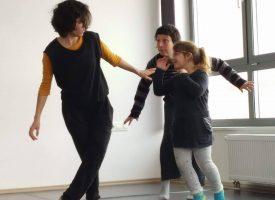 PLESNA UMJETNOST Sutra u Gradskom muzeju plesno kazališna predstava 'Astronauti'