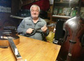 GLAZBENE NITI Osnove glazbe djecu uči na 60-ak godina staroj tamburici