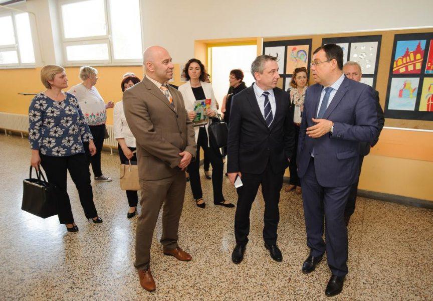 ENERGETSKA OBNOVA Župan Bajs i potpredsjednik Vlade obišli Osnovnu školu u Čazma