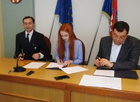 POTPISANI UGOVORI SA STIPENDISTIMA Tisuću kuna mjesečno studentima Bjelovarsko bilogorske županije