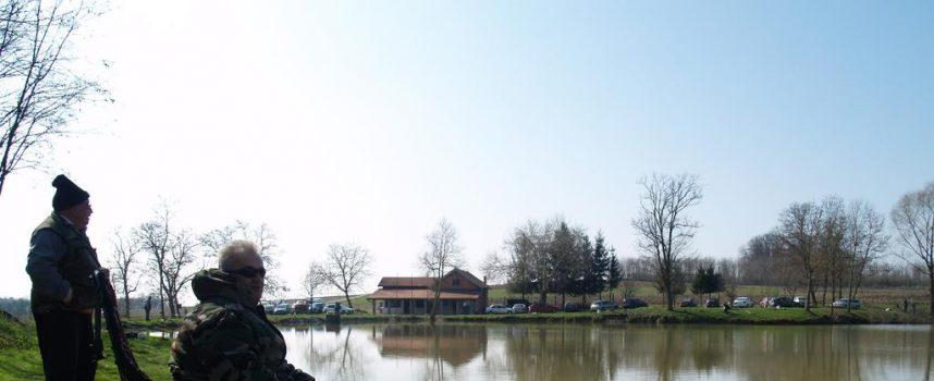 UŽIVANJE NA RIBNJACIMA Ribiči iskorištavaju lijep dan na najbolji mogući način