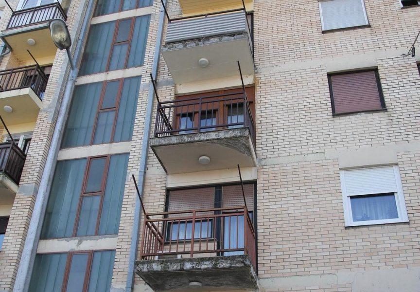 LIFT NAŠ SVAGDAŠNJI Svega desetak bjelovarskih zgrada ima dizala. Mnogi zbog toga rijetko napuštaju stan
