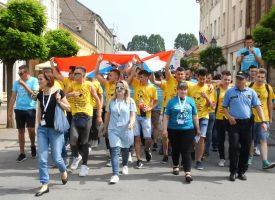 DAN MATURANATA Stotine učenika u veselju i pjesmi promarširalo centrom grada