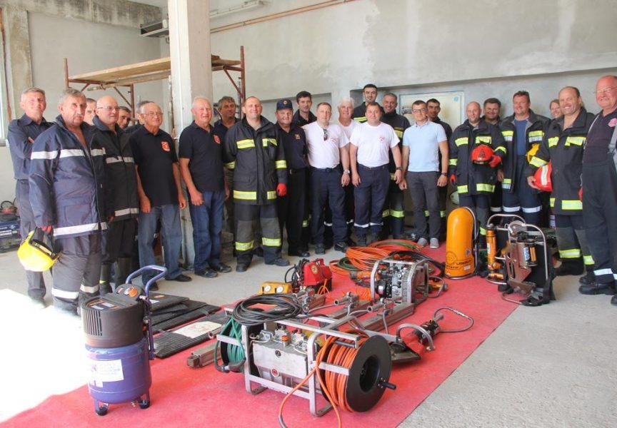 VEĆ DRUGA DONACIJA Francuski vatrogasci ne posustaju u opremanju rovišćanskih kolega