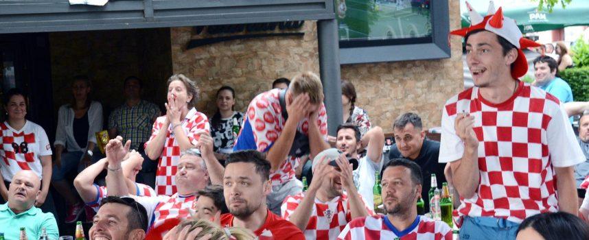 BJELOVARSKI UGOSTITELJI TRLJAJU RUKE ZBOG SP-a Samo neka Hrvatska ide što dalje, pivo teče u potocima
