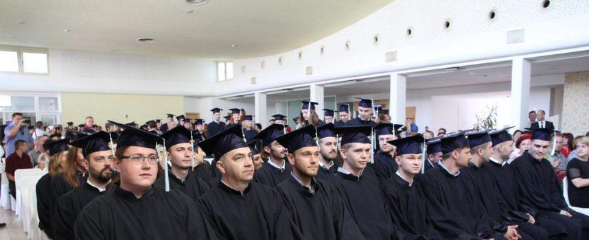 SVEČANA PROMOCIJA VELEUČILIŠTA U BJELOVARU U lijepom ambijentu uručeno stotinu diploma